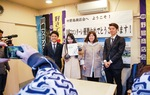 2年前、中野島を訪れた田中選手(右)
