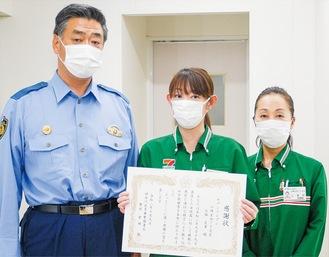 (左から)倉林署長、石塚さん、島田さん