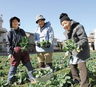 (右から)高橋寛子さん、菅野さん、今井さん=2月23日