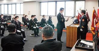 増田団長から辞令を受ける団員