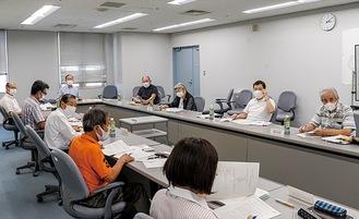 第2回実行委員会で意見を交わすメンバー(20日)