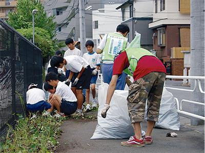 小中学生が清掃活動