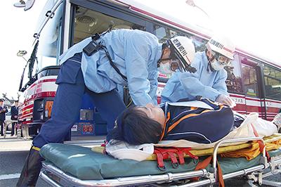 バス事故想定して訓練