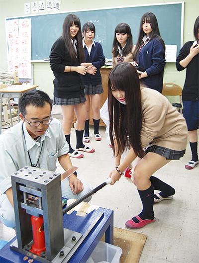 高校生が金属加工に挑戦