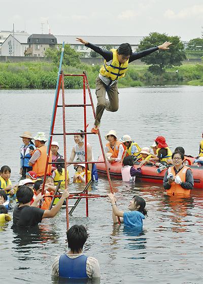 多摩川遊び児童が満喫