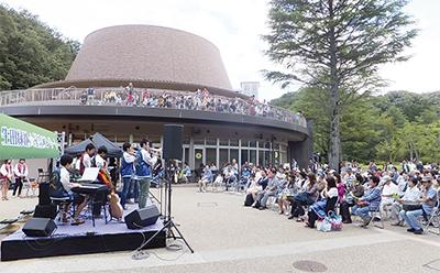 生田緑地でコンサート