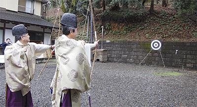 菅と長尾で伝統の的祭