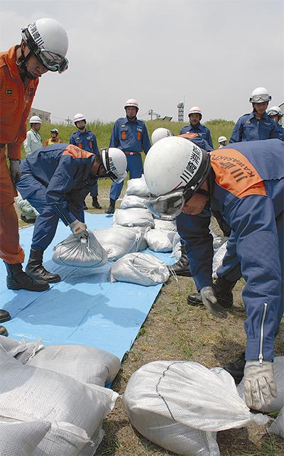 多摩川で水防訓練