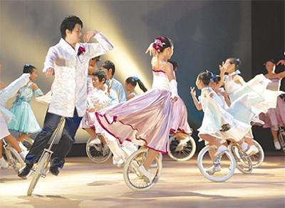 市民館で一輪車の妙技