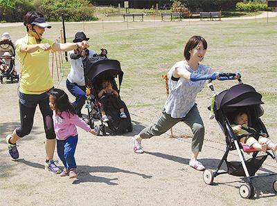 ベビーカー使って親子運動