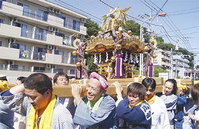 神輿、生田で勇ましく