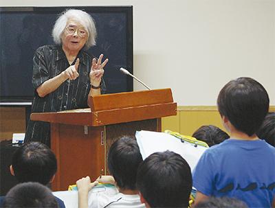 昔話研究家 小澤さん 東菅小で授業