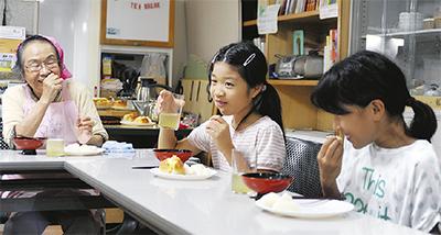 寺子屋で食事交流