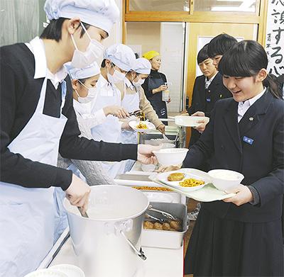 校内調理で給食開始