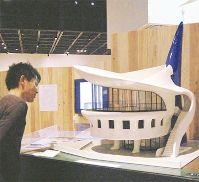 時超え、建築に焦点