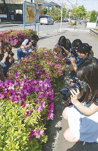 長沢 写真展に学生参戦
