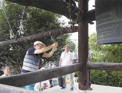 長念寺で平和の鐘を