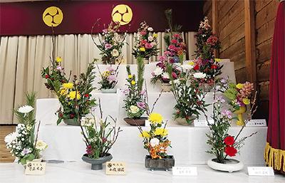 生け花、新春彩る
