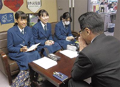 菅中生が本紙記者体験