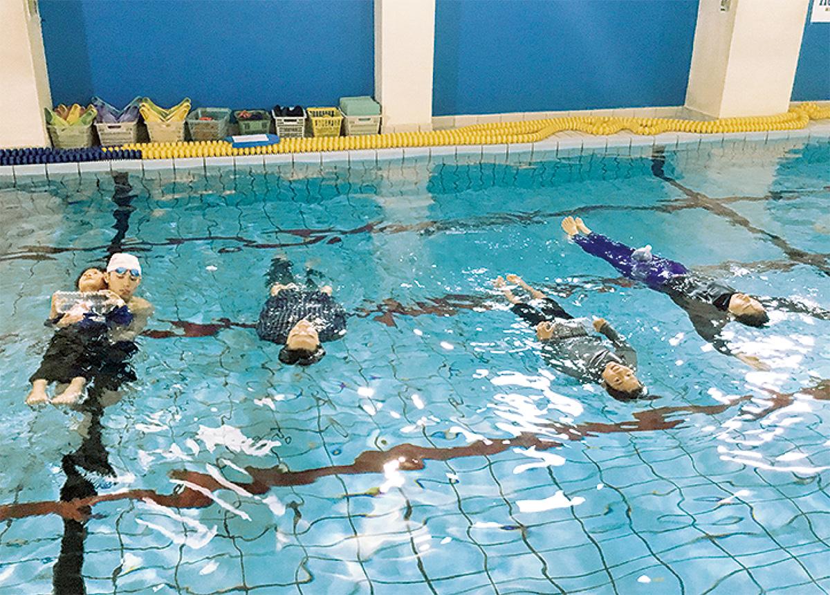 着衣泳体験講習に7人