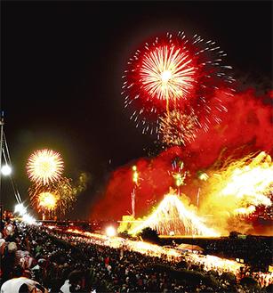 例年25万人が訪れる花火大会