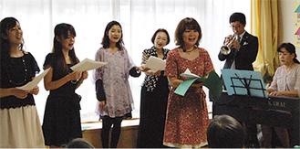 参加者全員で歌う場面も