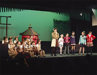 約50人の小学生が役者に挑戦した
