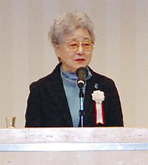 講演する横田早紀江さん