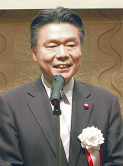 活動報告をする松川氏