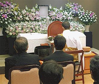 実際のお見送りで使用された花祭壇