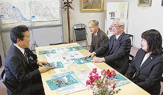 報告する区民会議メンバー(右)