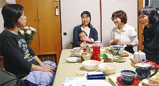 正子さん(右から2番目)と参加者ら