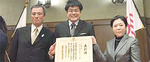 川村さん(中央)と副会長の内藤さん(左)、廣野さん(右)