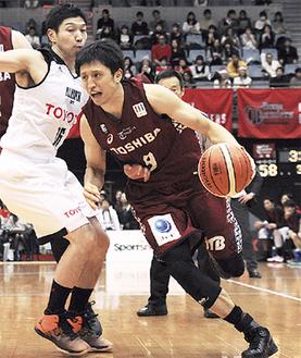 19日、第3Qで8得点をあげた栗原貴宏選手(写真は昨年12月)