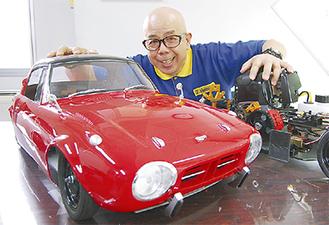4分の1スケールのトヨタスポーツ800と古澤社長