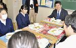 市長との給食と楽しむ生徒ら