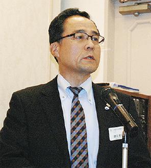 挨拶に立つ鎌田会長