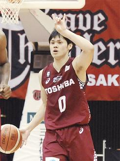 9、10日の2試合で31得点を挙げた、ポイントガードの藤井祐眞選手