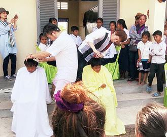 カンボジアを訪れた理美容師ら