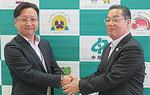 ゼンリン横浜営業所松田所長(左)と向坂区長