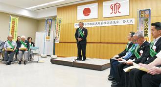 発足式で決意を語る尾木会長
