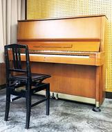 川崎駅近くに街角ピアノ