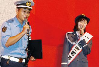 自らの交通安全対策を話す鈴木さん(右)