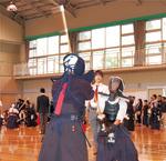 熱戦を繰り広げる剣士