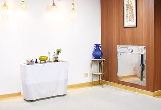高級木目調の保冷室付安置室