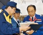 政府調査団御法川国交副大臣へ台風被害状況を説明