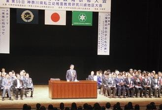 記念式典には多くの関係者が参加した