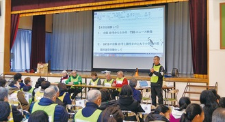 台風当日の様子を語る研究会のメンバー