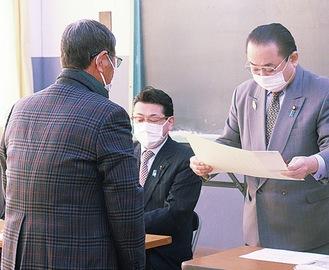 田中さんへの表彰状授与