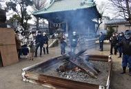 川崎市中原区上平間の八幡大神でどんど焼き、